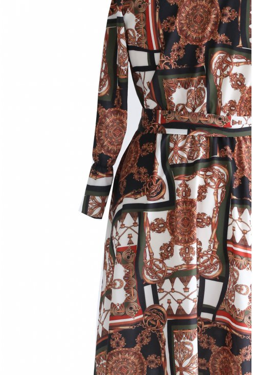 fragment rozkloszowanej sukienki z wzorem duże rozmiary