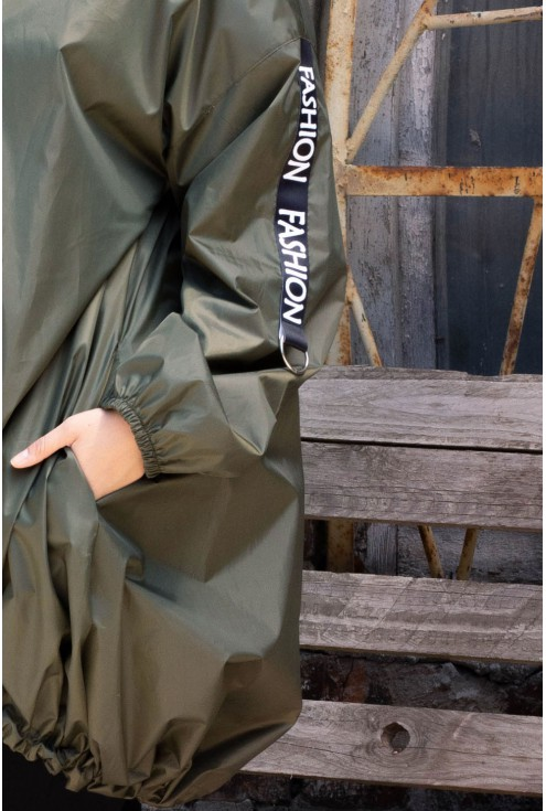 Zielona kurtka z napisami - AMBER