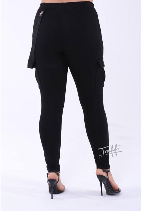 tył spodni czarnych z kieszeniami xxl