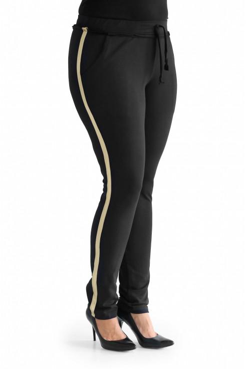 Spodnie ze złotym lampasem dla kobiet plus size.