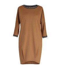 Karmelowa sukienka z ozdobnym ściągaczem - GINA