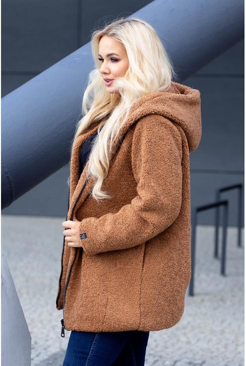 Brązowy płaszcz z kapturem na chłodnie dni