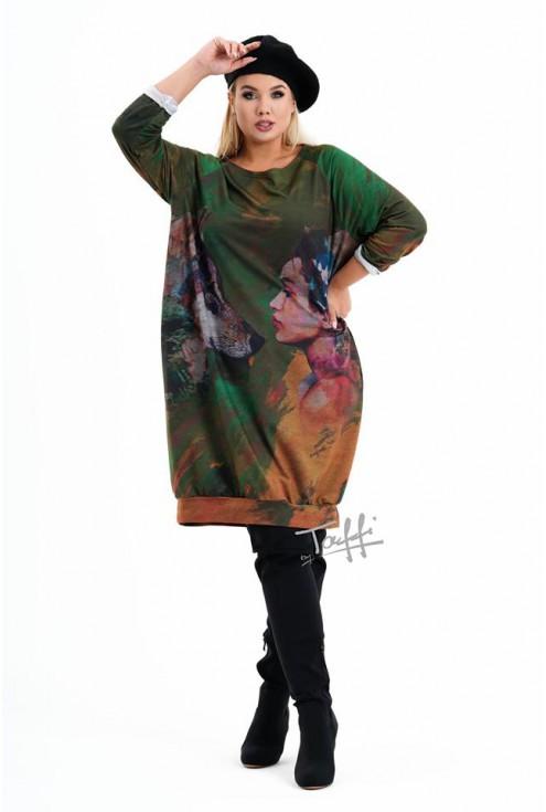 sukienka z kolorową grafiką