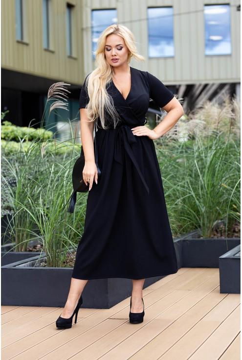przód czarnej sukienki dekolt v
