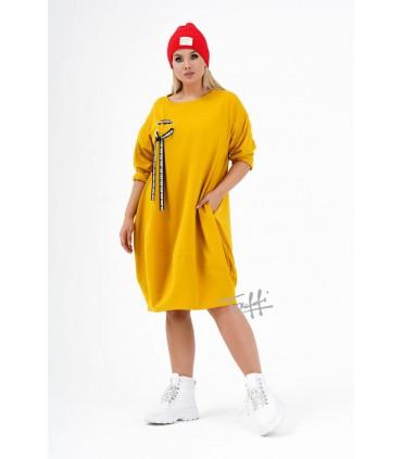 Miodowa sukienka oversize z ozdobną wstążką - AJANA
