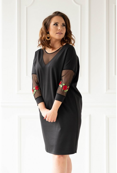 Czarna sukienka z ozdobnymi naszywkami xxl
