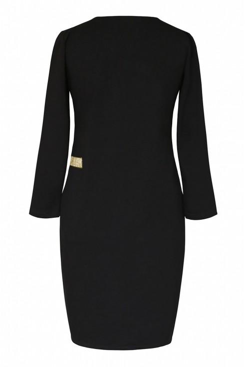 tył czarnej sukienki dres