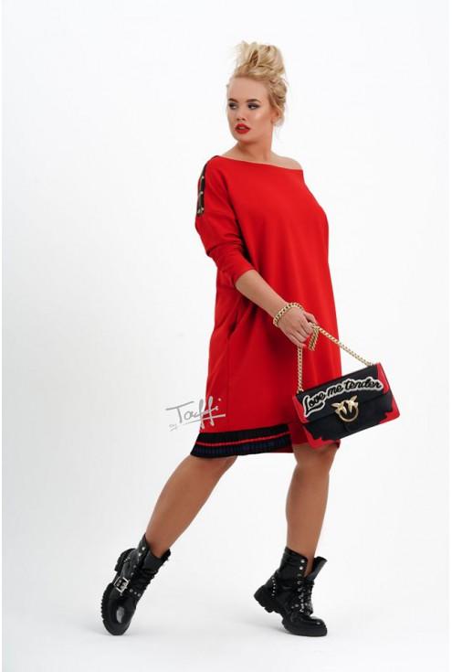 Czerwona sukienka  w uniwersalnym dużym rozmiarze