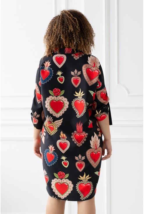 Czarna sukienka z wzorem w serca - duże rozmiary