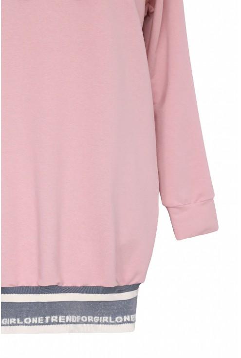 Długa pudrowa bluza z kapturem i ściągaczem na dole - BRENDA
