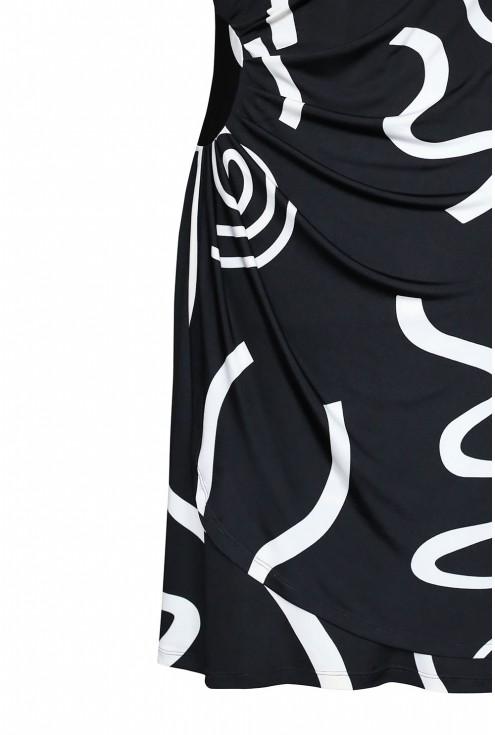 bok czarnej sukienki paloma