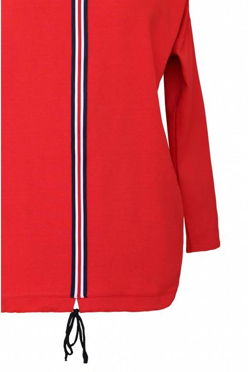 bok czerwonej bluzy Kelly