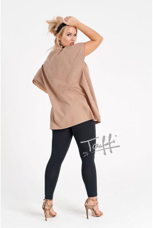 bok beżowej bluzki xxl