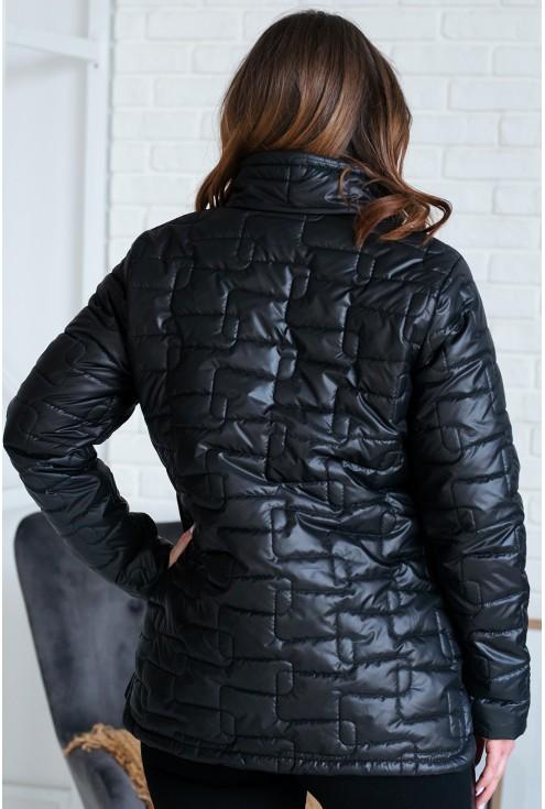 tył czarnej pikowanej kurtki plus size