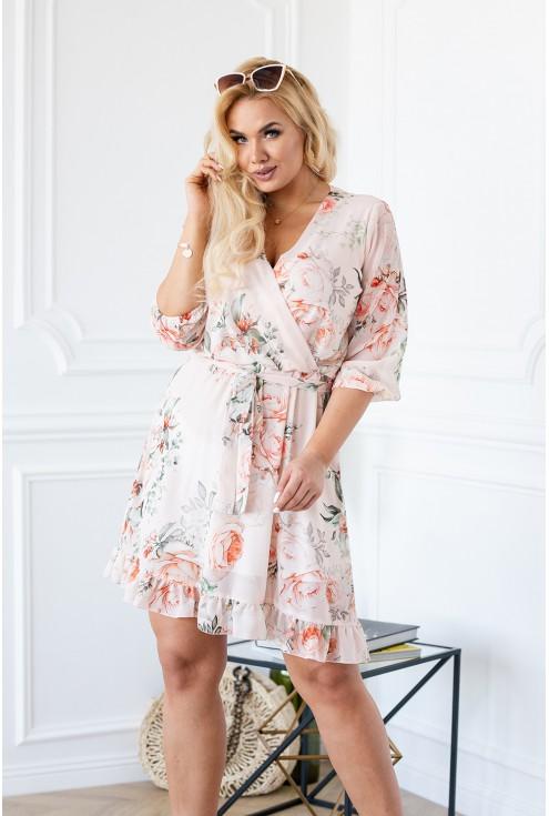Sukienka w róże kwiecista ADELITA brzoskwiniowa plus size