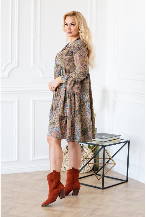 Geometryczne wzory - sukienka z dziewczęcymi falbanami
