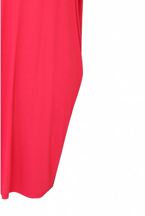 detal różowej sukienki oversize