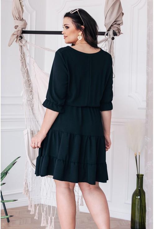 Tył czarnej sukienki xxl dla kobiet