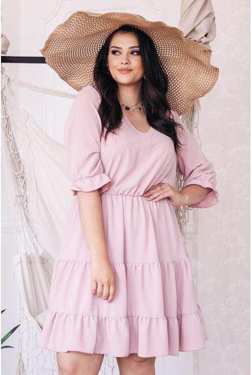 Różowa sukienka z falbanką plus size