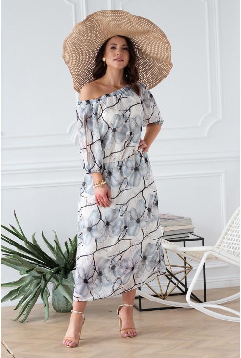 śmietankowa sukienka w kwiaty odsłonięte ramiona