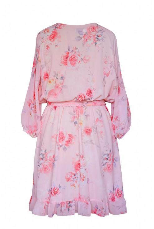 tył różowej sukienki w kwiaty