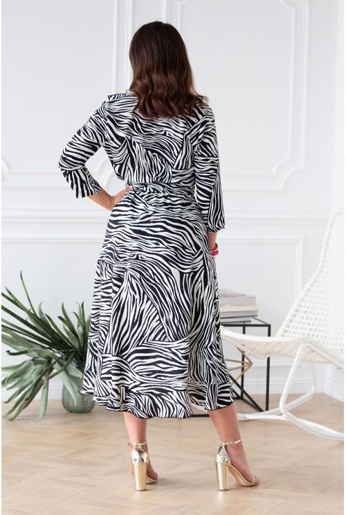 asymetryczna kobieca sukienka z falbankami