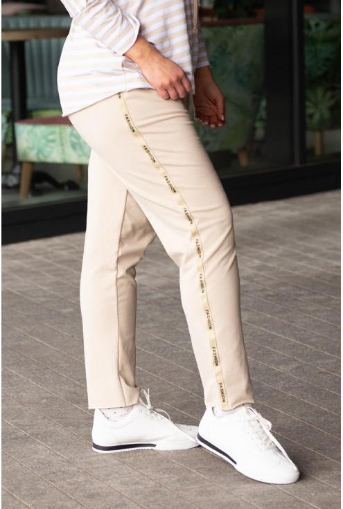 złote lampasy na bezowych spodniach fashion