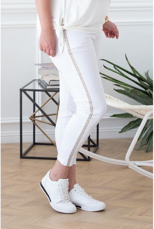 białe wygodne spodnie dresowe