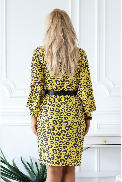 dopasowana sukienka z wzorem w panterkę