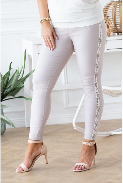 beżowe spodnie z kieszonkami duże rozmairy