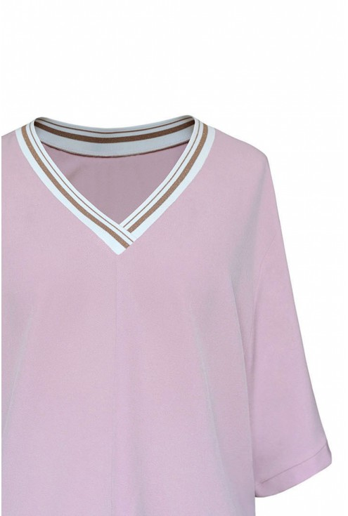 Pudrowa bluzka z ozdobnym ściągaczem na dekolcie - BRIGITTE