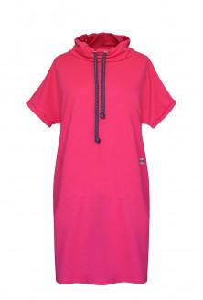 amarantowa sukienka z półgolfem