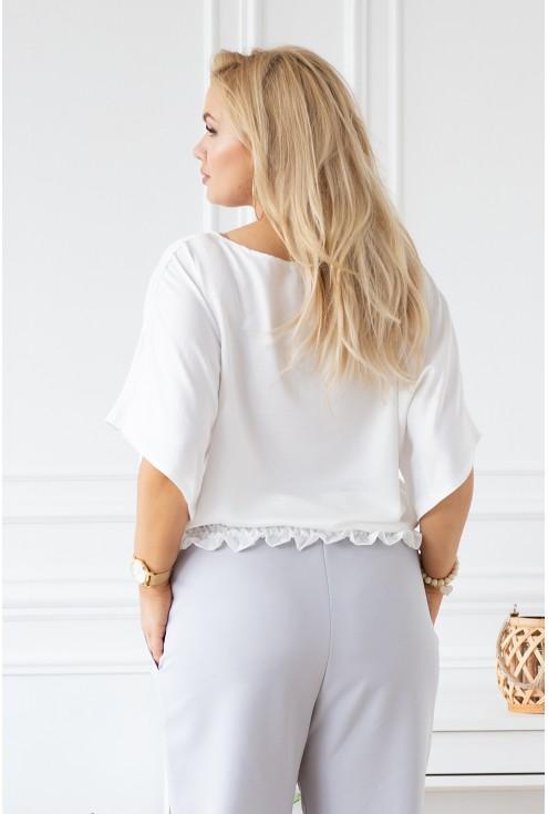 biała bluzka plus size z krótkim rękawkiem