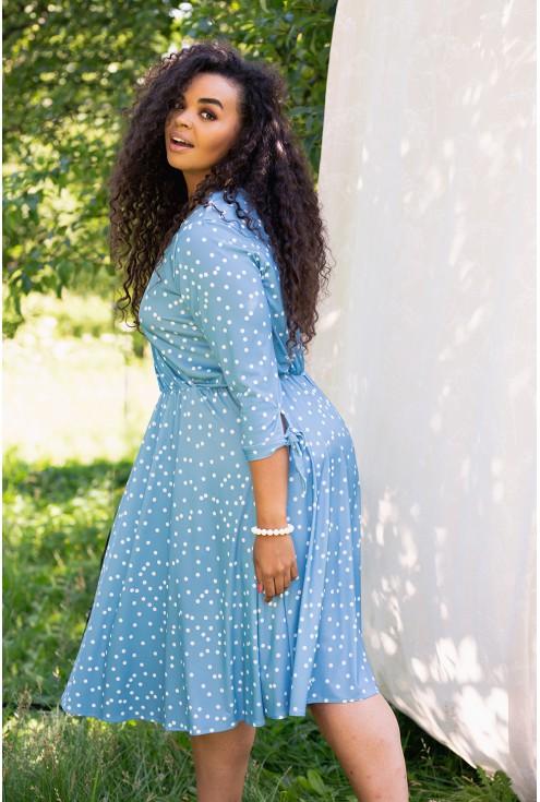 Niebieska sukienka w białe groszki - odcień baby blue - AGATHE