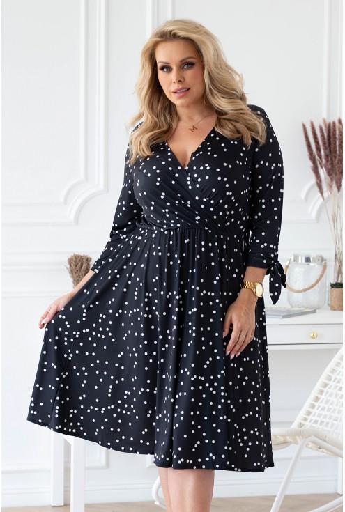 Czarna sukienka z wzorem w groszki