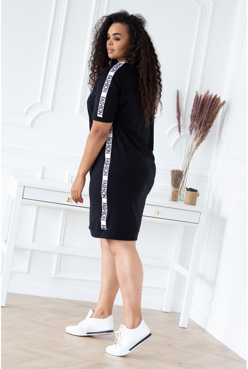 czarna sukienka wysmuklająca sylwetkę