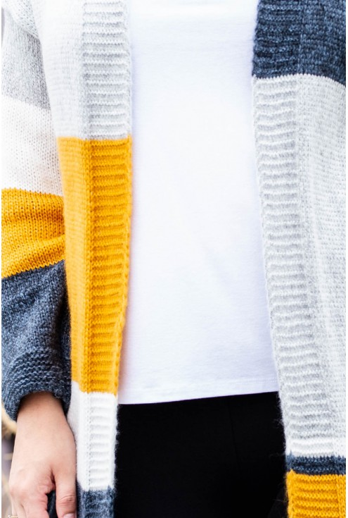 Sweterek w kolorowe pasy