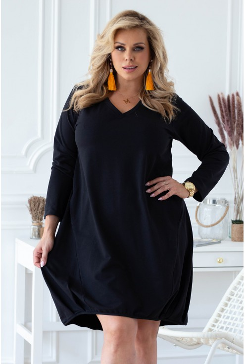 czarna sukienka dresowa plus size dekolt v