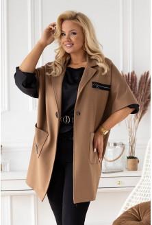 Brązowy płaszcz z krótkim rękawem