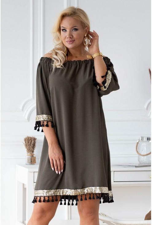 Oliwkowa sukienka z ozdobnymi taśmami