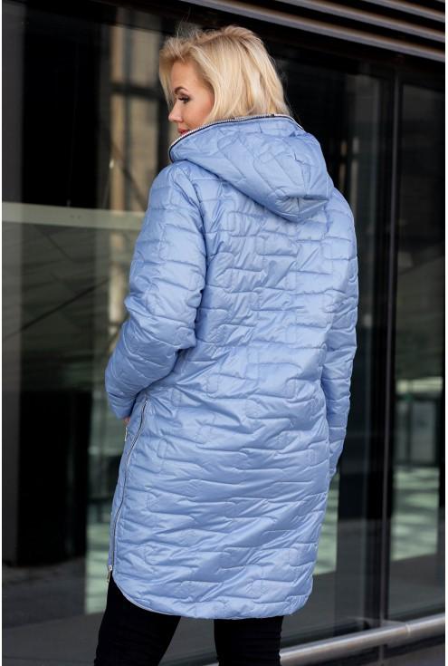 Tył pikowanej kurtki jasnoniebieskiej