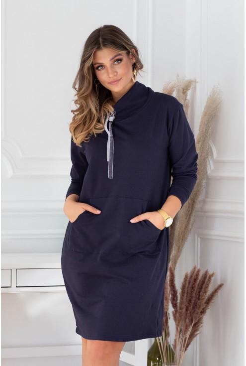 Granatowa sukienka z półgolfem