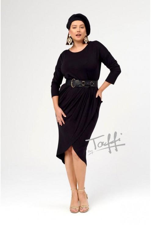 Czarna klasyczna przekładana sukienka