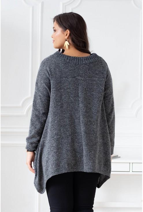 tył szarego swetra plus size