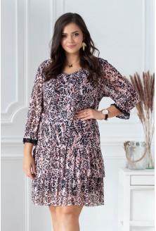 pudrowa sukienka plus size