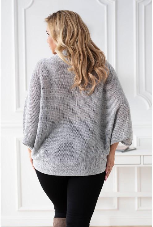 Tył sweterka z obniżoną linią ramion