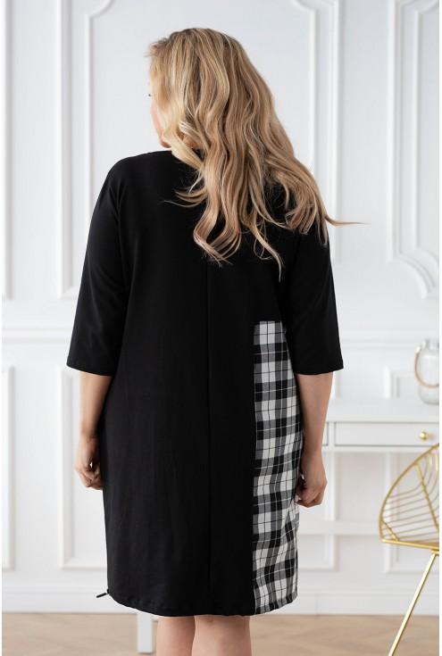 tył sukienki czarnej xxl