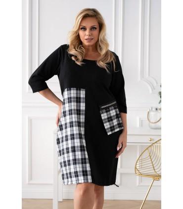 Czarna sukienka plus size z wstawką z wzorem w kratkę - AMAYA