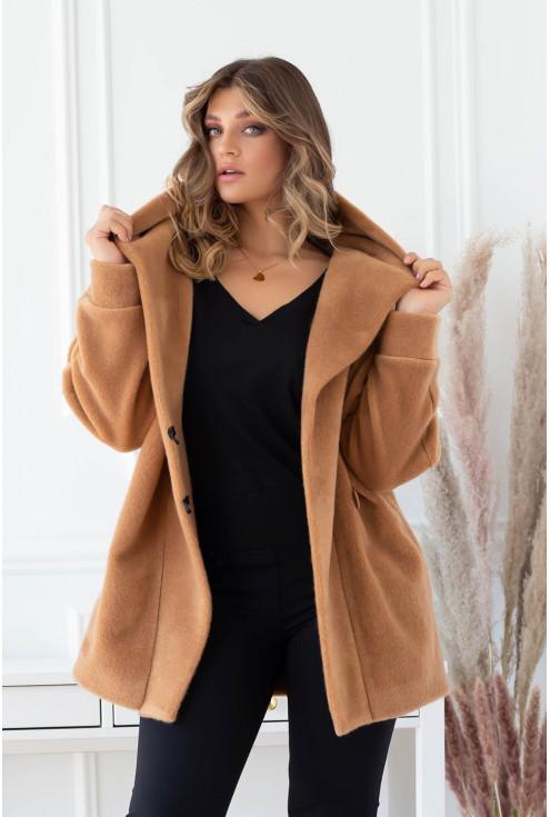 Karmelowy płaszcz z kieszeniami