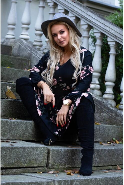 sukienka z wzorem w róże